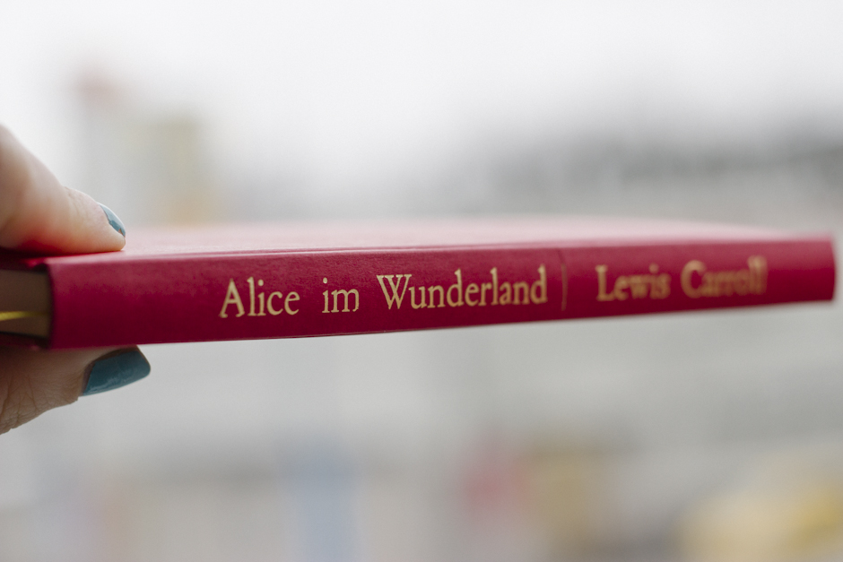 gold lettering on the cover + spine. german books have the writing beginning at the bottom of the spine instead of the top.